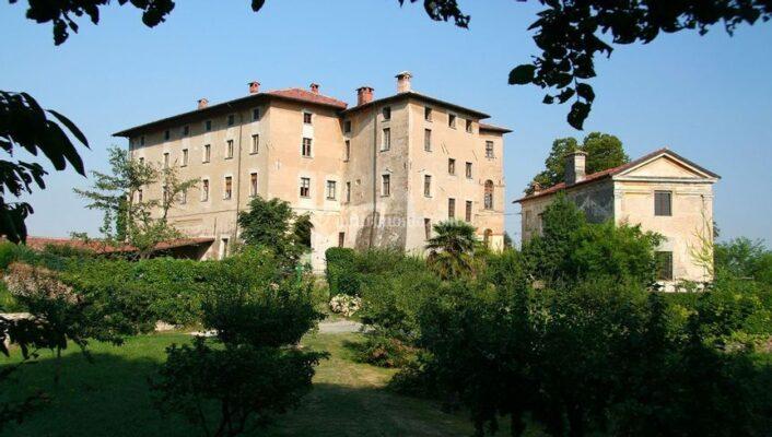Castello di Camerletto, esterno