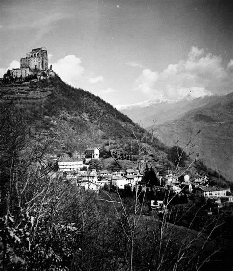 fotografia in bianco e nero della Chiusa di San Michele vista dalla valle