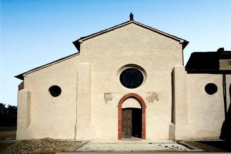 facciata esterna della chiesa abbaziale dell'abbazia di Acqualunga