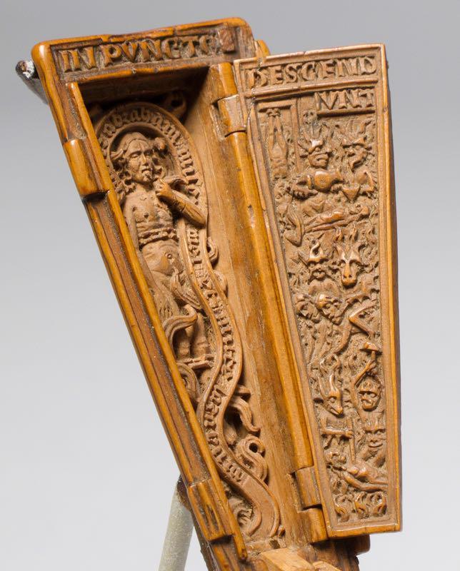 miniatura gotica intagliata su legno
